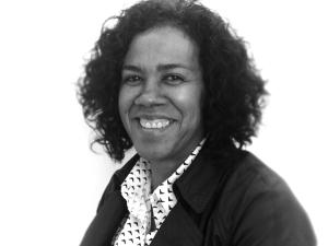 Maestra Mercedes Angola